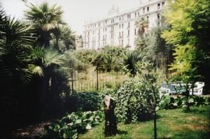 Bordighera an der italienischen Riviera in Ligurien. Hotel Villa Elisa mit Blick auf Hotel Angst.