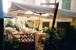 Bordighera. Restaurant im Centro Storico. Urlaub an der italienischen Riviera in Ligurien