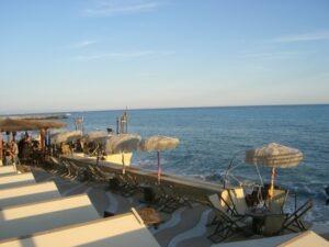 Bordighera Beachbar. Urlaub an der italienischen Riviera. Abenteuer unser Ferienhaus in Ligurien.