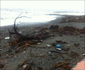 Ventimiglia Strand nach Sturmflut