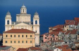 Imperia mit Porto Maurizio. Ferien in Ligurien an der Blumenriviera