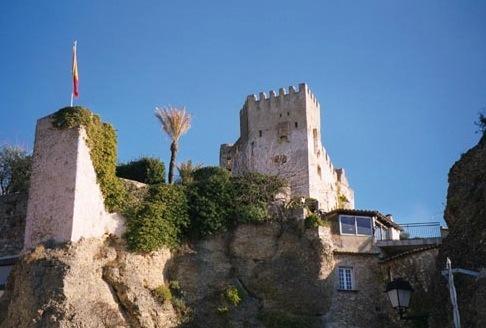Roquebrune. Burg. Urlaub an der italienischen Riviera in Ligurien