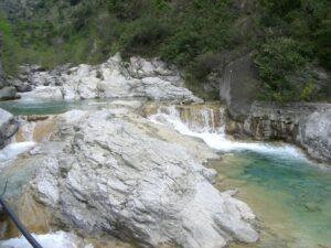 Rochetta Nervina. Baden in den Gumpen. Urlaub an der Riviera di Ponente in Ligurien
