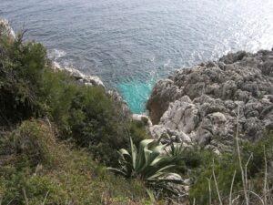 Die Promenade Le Corbusier von Menton nach Monte Carlo. Urlaub an der italienischen Riviera im Ferienhaus oder Hotel in Ligurien