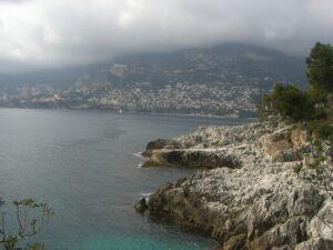 Promenade Le Corbusier, kurz vor Monaco. Ferien an der Riviera di Ponente in Ligurien
