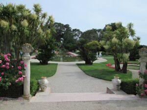 Der Garten der Villa Rothschild in Cap Ferrat. Urlaub in Ligurien an der italienischen Riviera