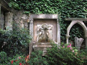 Der Steingarten der Villa Ephrussi de Rothschild in Saint Jean Cap Ferrat. Urlaub an der italienischen Riviera in Ligurien