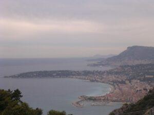 Der westliche Teil der italienischen Riviera, die Riviera di Ponente erstreckt sich bis zur Côte d' Azur