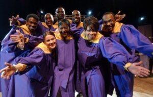 Apricale, Dorf im Hinterland der italienischen Riviera. Arte in Piazza. Family Band Gospel Chor