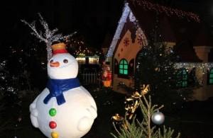 Menton bereitet sich auf Weihnachten vor.