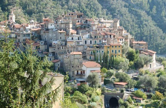 Airole. Dorf im Hinterland der italienischen Riviera. Ligurien