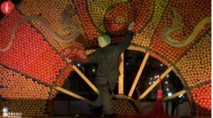 Zitronenfest in Menton noch beeindruckender bei Nacht.