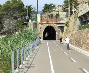 Radweg durch den alten Eisenbahntunnel