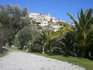 Blick auf Perinaldo im Hinterland der italienischen Riviera