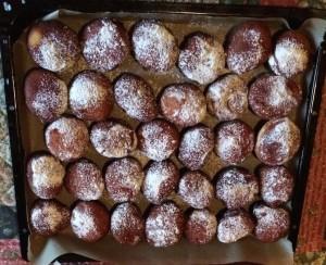 Ligurische Küche. Bomboloni-Faschingskrapfen