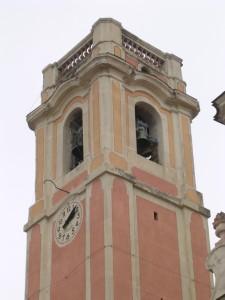Der Glockenturm von Perinaldo im Hinterland der italienischen Riviera