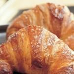 Brioches und Aprikosenmarmelade