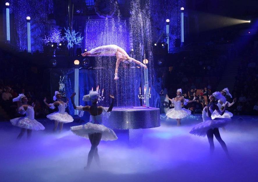 der berühmte Royal Circus aus Russland bietet unter der Leitung von Gia Eradze Artisten und Tänzer im unvergleichlichen Stil an